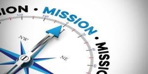 Pfeil von einem Kompass zeigt in Richtung Mission